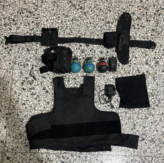 Policía Nacional apresó un hombre al que le ocupó pertrechos militares. Figura con dos registros policiales por porte ilegal de armas de fuego.