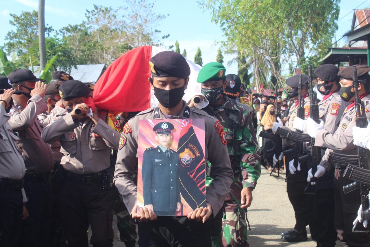 Polres Soppeng Gelar Upacara Pemakaman Jenazah Bripda Muh.Akmil