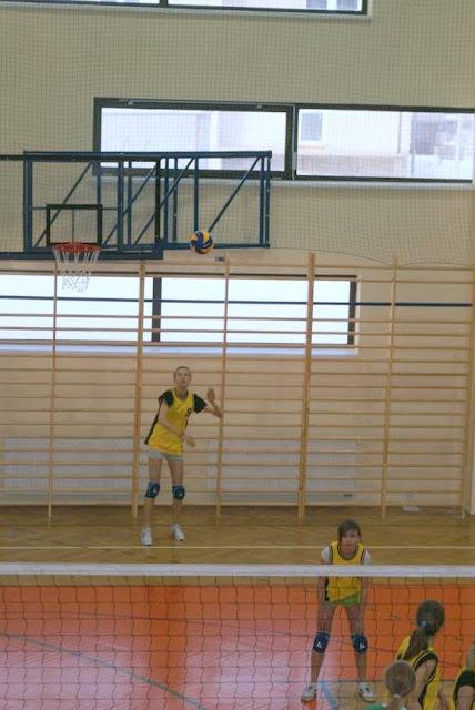 Zawody siatkarskie dziewczat 1 marca 2011 - DSC09344_1.JPG