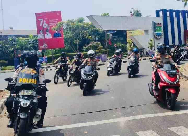 Kapolda Banten Pimpin Patroli Skala Besar, Jamin Pilkades Tangerang Aman