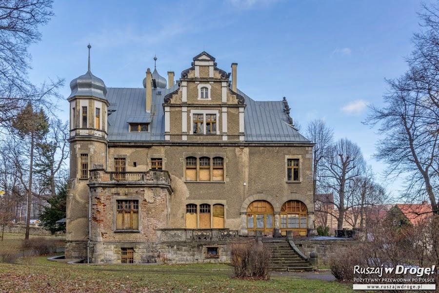 Willa obok Pałacu Czettritzów w Wałbrzychu