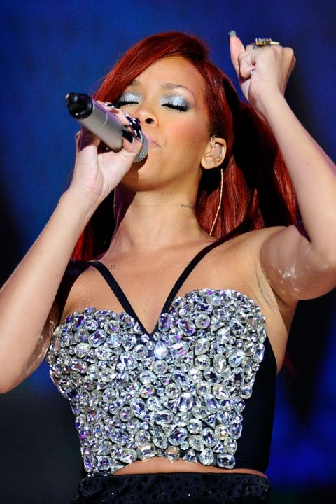 rihanna hot wallpaper. the hot wallpaper: Rihanna Performances And Celebrities
