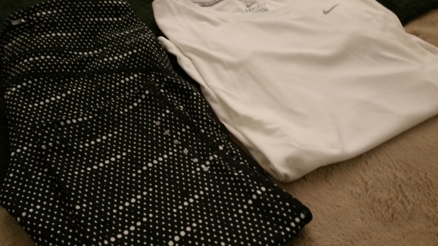 Nike running set in black and white perfect for the gym too http://isafashionebella.blogspot.com #Nikeforever #getfitnow