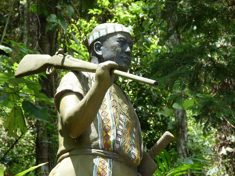 Puli  en passant , entre autres, par les villages de l ethnie Bunum de Loloko et Dili. J 10 - P1160863.JPG