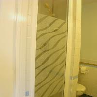 Room 18-bathroom4