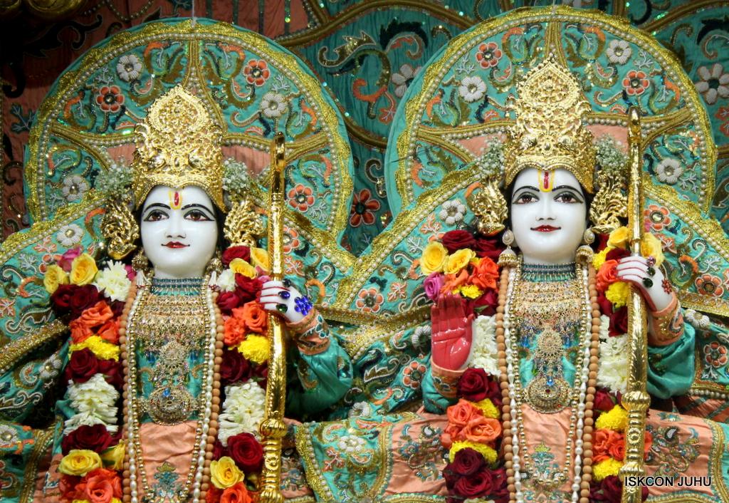 ISKCON Juhu Sringar Deity Darshan on 19th Jan 2017 (30)