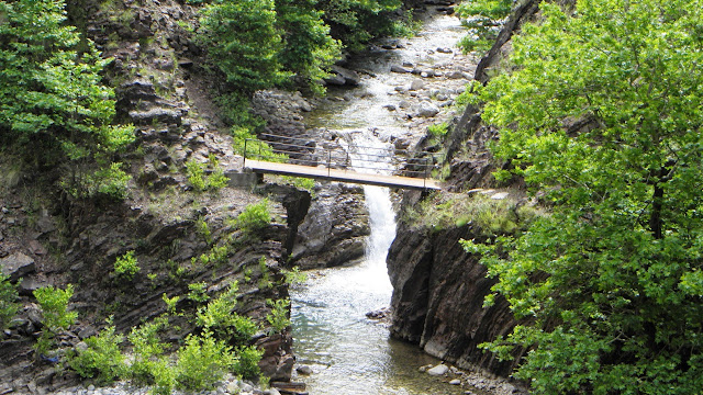 Πεζογέφυρα κοντά στον Καρβασαρά