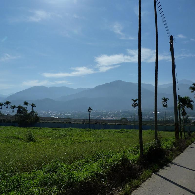 Puli  en passant , entre autres, par les villages de l ethnie Bunum de Loloko et Dili. J 10 - P1160738.JPG