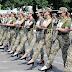 Ministério é criticado por forçar mulheres soldados a marchar de salto alto na Ucrânia