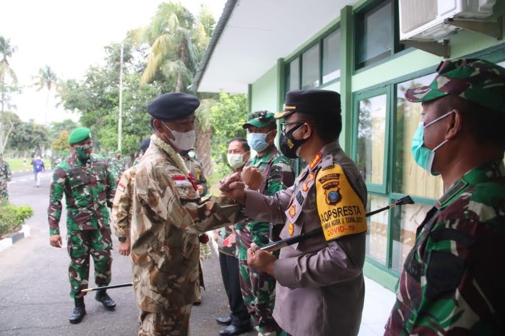Kombes Pol Yemi Mandagi, S.I.K Hadiri Acara Kunjungan Komandan PMPP Di Yonif 121 Macan Kumbang