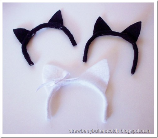 Cat ears for dolls, perfect for Halloween.