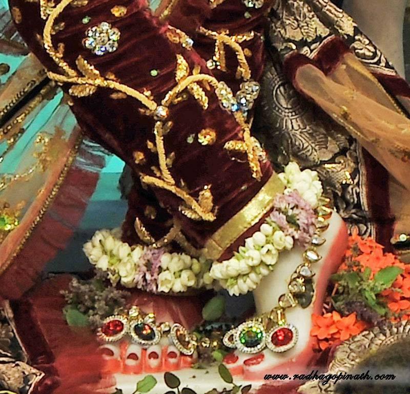 ISKCON Chowpatty Deity Darshan 22 Dec 2015 (17)