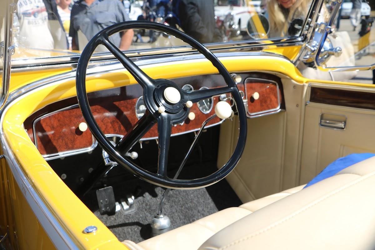 1931 Packard Super 8 Roadster 03.JPG