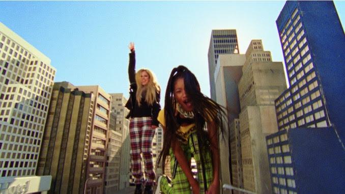 Encuentro de generaciones: Willow y Avril celebran el 'Pop Punk' en nuevo vídeo