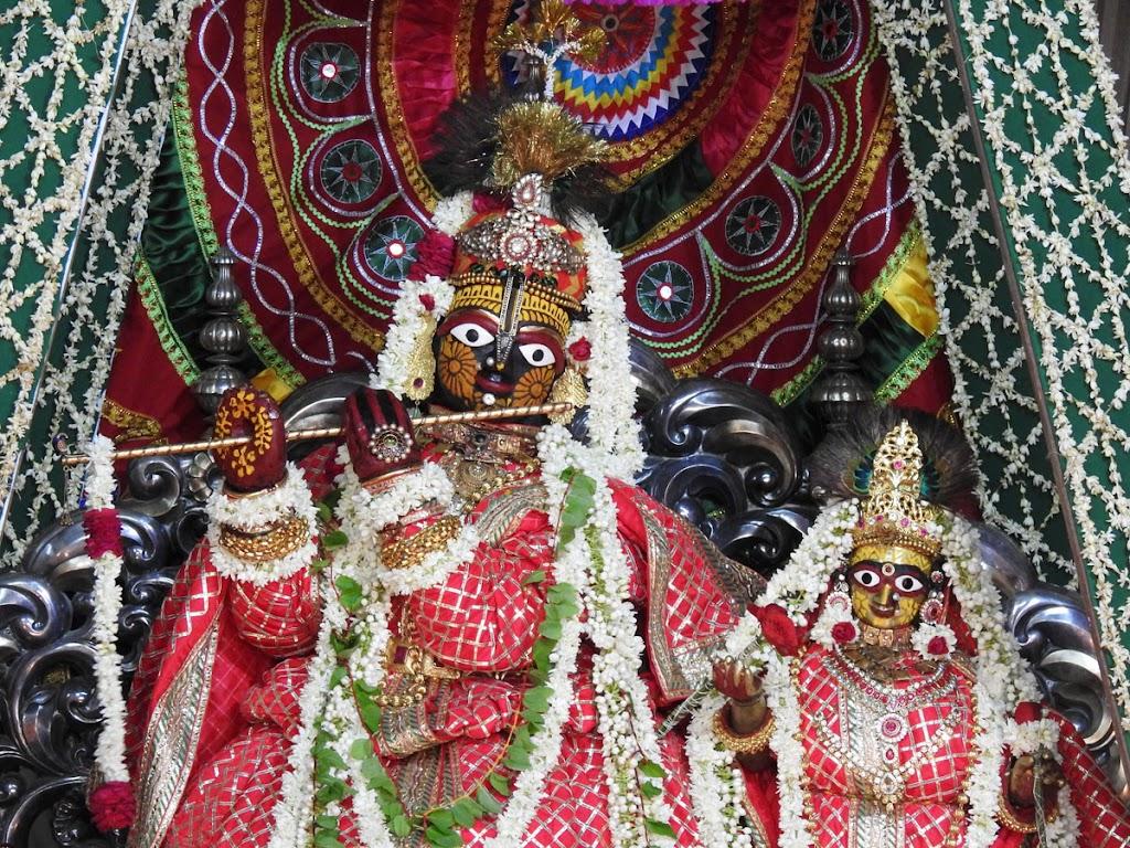 Radha Govind Devji Deity Darshan 16 August 2016 (15)