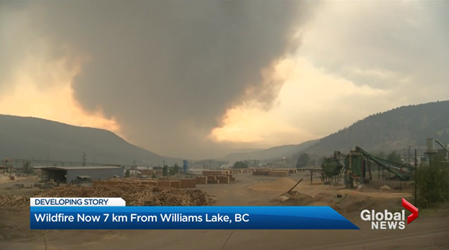 Smoke rises from a wildfire 7 km fro Williams Lake, British Columbia, 4 August 2017. Photo: Global News