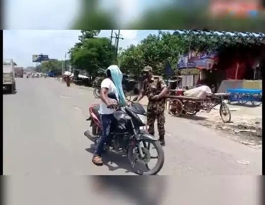 Lockdown in Bihar: पुलिस की सख्ती, बेवजह घर से निकले लोगों की पिटाई, उठक-बैठक भी कराया