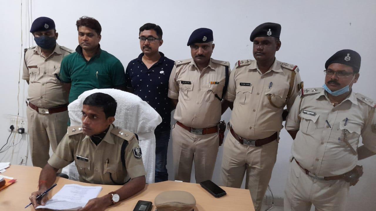 भोजपुर पुलिस ने कपड़ा व्यवसाई हत्याकांड का किया उद्भेदन, चार लोगों को आर्म्स के साथ किया गिरफ्तार