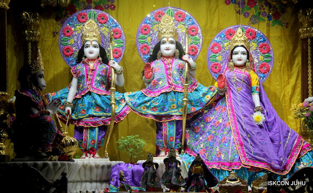 ISKCON Juhu Mangal Deity Darshan on 31st July 2016 (8)
