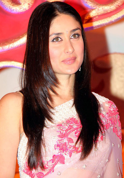 kareena kapoor launches the great wedding carnival actress pics