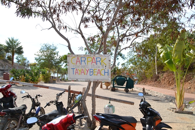 ターヤイビーチ - バイク置き場