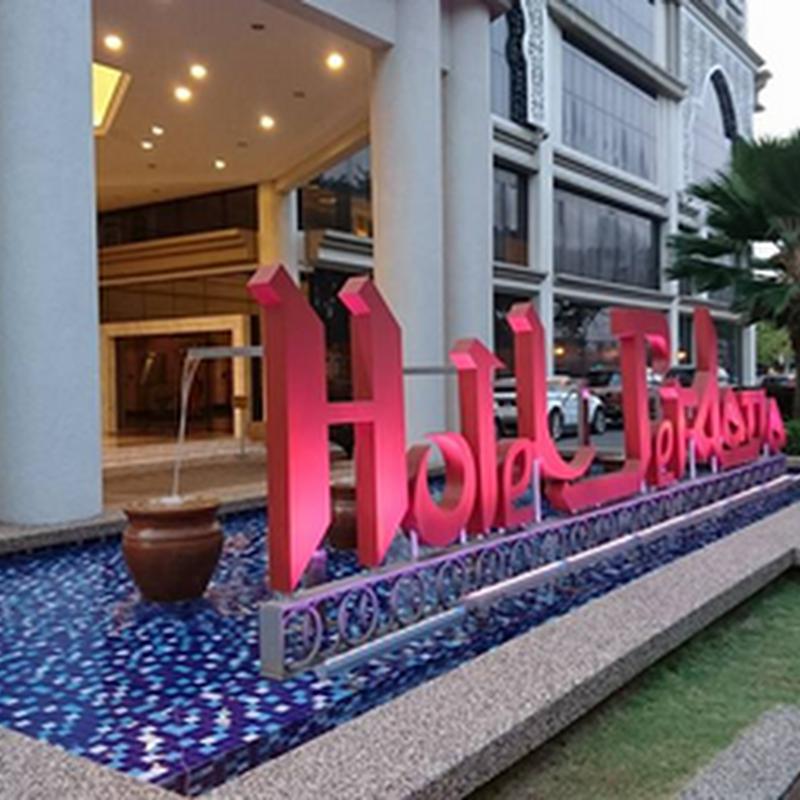 Berlatih senyum di Hotel Perdana Kota Bharu