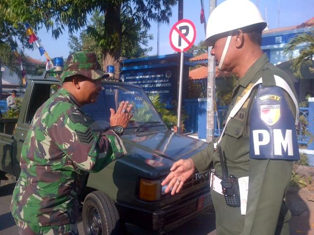 Larang Pakai Atribut TNI, Denpom Mojokerto Gelar Razia