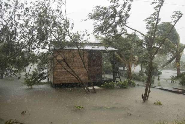 """el huracán Eta de categoría 4 toca tierra en Nicaragua con """"vientos catastróficos"""" y obliga a evacuar"""