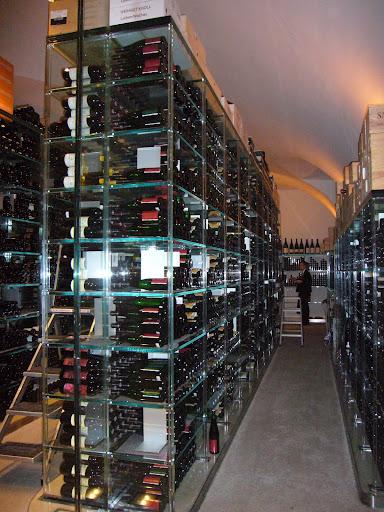 Bodega de vinos del viejo mundo en el Palais Coburg