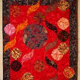 ROUGE BAISER  175 cm x 215 cm  Le Quilt de Mariage créé par Cathy Picaut . Piécé machine par Cathy et les amies de V.A.P.   Quilté machine par Chantal Deschamps