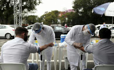 Covid-19: Brasil tem 6,92 milhões de casos e 181,8 mil mortes