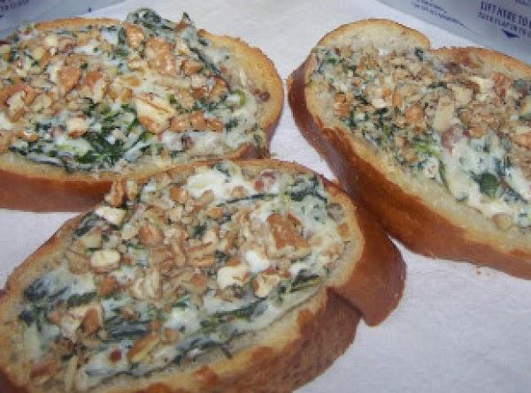 Creamy Spinach Bacon Crostini Recipe