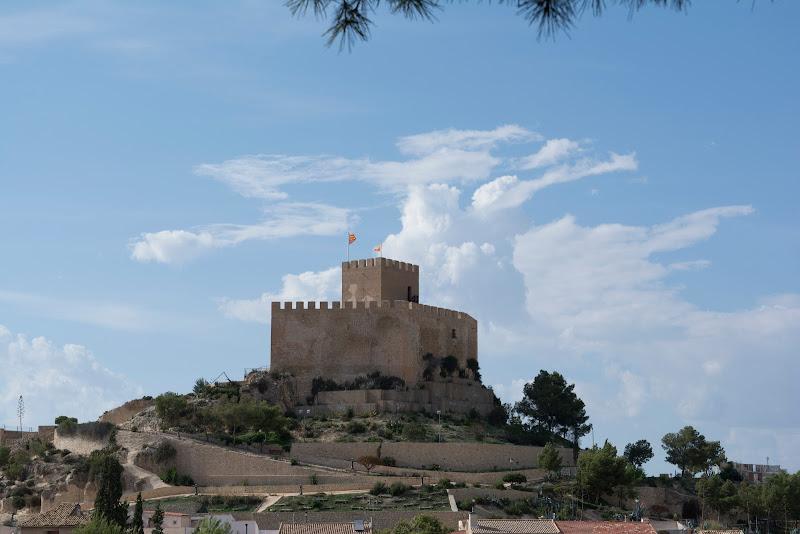 Castillo de Petrer y casas-cueva, alicante