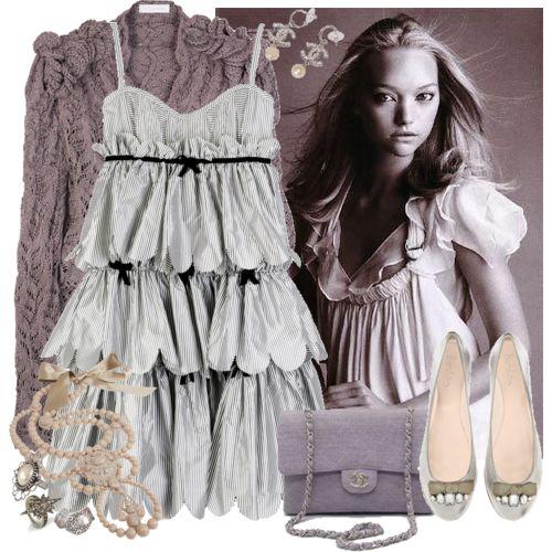gri elbise ve ayakkabı