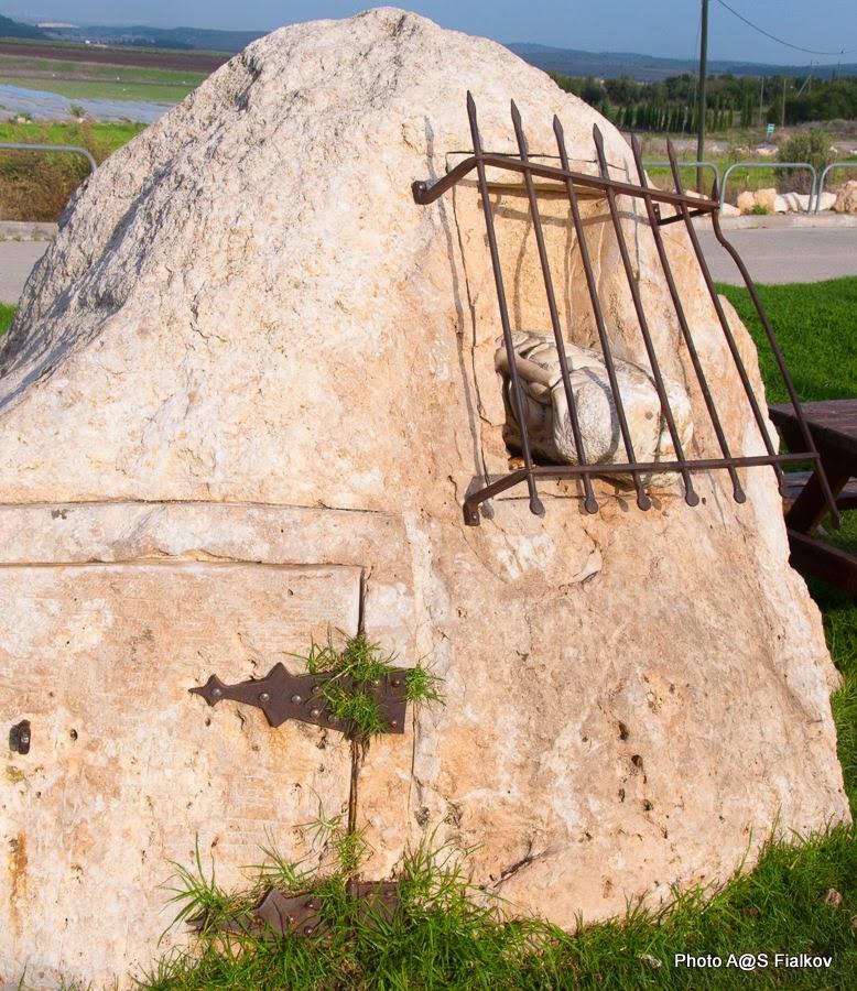 Скульптура Хагая Баз в Латруне.