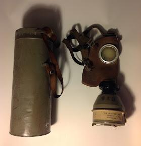 Belgisch civiel gasmasker, maar van Nederlandse makelij. Opdruk van bedrijf uit Heemstede.