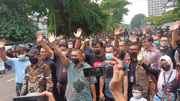 Tinggalkan Gedung KPK, Novel Baswedan dkk Disambut BW dan Busyro Muqoddas: Anda Berada di Jalan Kebenaran yang Autentik