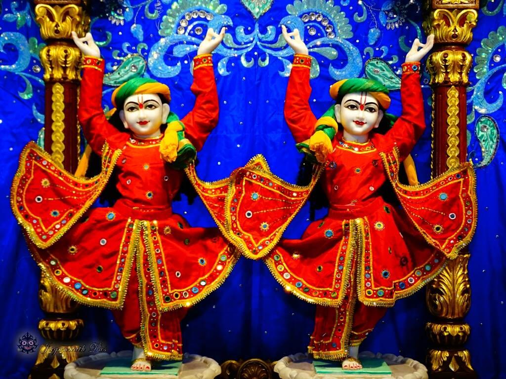 ISKCON Mira Road Mangal Deity Darshan 01 Mar 2016 (11)