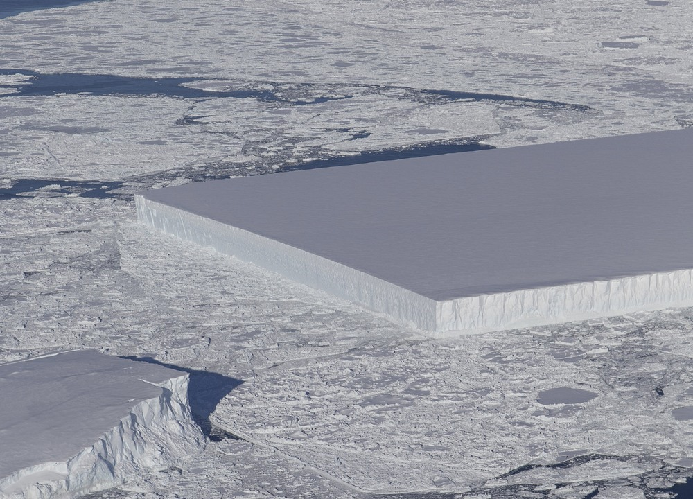 rectangular-iceberg-3