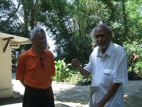 Don e Prof. Arthur Shaker, visitando o centro