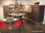 Cucina Skyline Snaidero con isola a fagiolo e tavolo, esposta nella nostra esposizione di Zogno, Bergamo