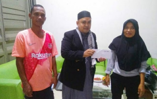 Mediator Masjid At-Taubah Salurkan Bantuan dari Anak Bugis Rantau Sedunia dan TKI Bugis Sedunia