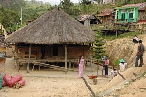 Nhà sàn của người Giẻ, Triêng ở huyện Ngọc Hồi và ĐăkGlei (Kon Tum)