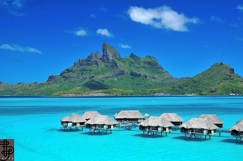 800px-DL2A_Four_Seasons_Bora_Bora