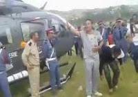 عاجل محاصرة المروحية اللتي تقل الوفد الوزاري الى  الحسيمة من طرف محتجين