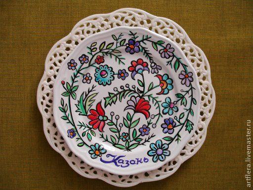 тарелка с узором из полевых цветов