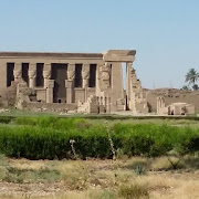 Świątynia Hathor Dendera.jpg