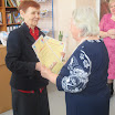 Мария Андреевна бизякина председательсовета ветеранов вручает благодарственные письма участникам.JPG