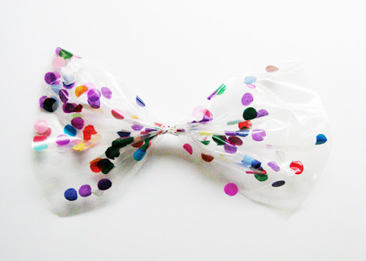 (You could also use leaves, hand cut paper shapes, small fabric pieces or sequins instead of confetti). You can watch Hello Sandwich Craft TV here to see how to make the bow http://youtu.be/TRaAuUGpUCM