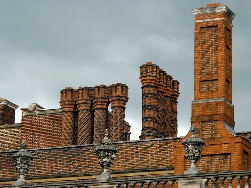 hampton-court-palace-chimneys-5